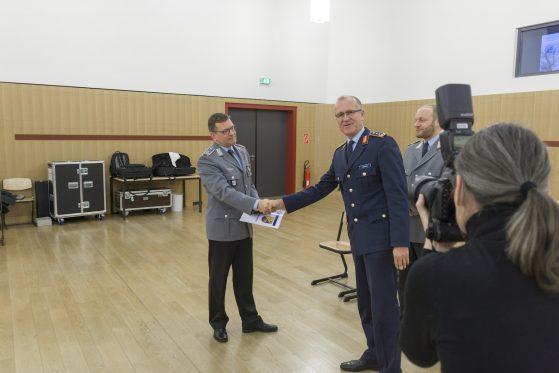 Generalleutnant Ludwig Leinhos besucht das Musikkorps der Bundeswehr